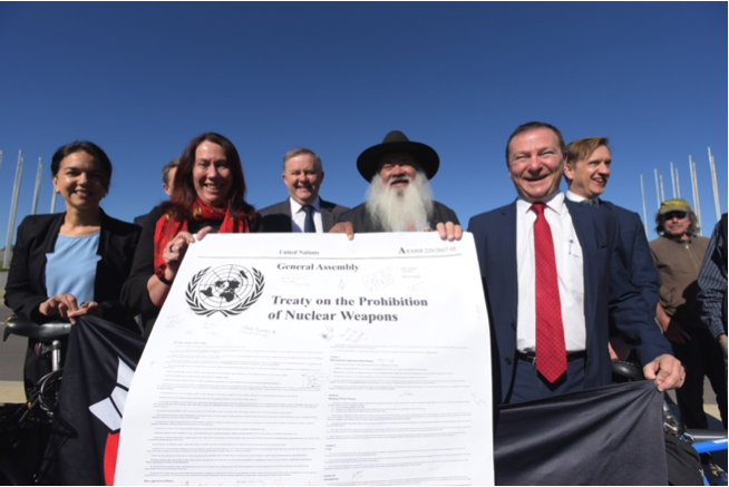 Parliamentarians in Australia show their support for the TPNW